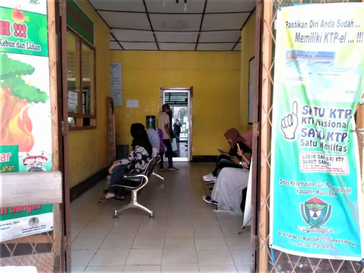 Syarkowi Insyaallah Selesai Hari Ini Warga Desa Ramai Ramai Datangi Kantor Camat Gelumbang Tvsumsel